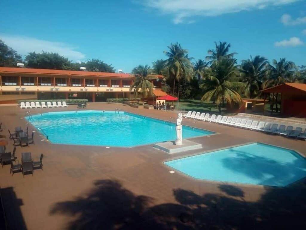 piscina hotel miraflores