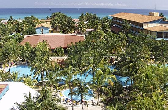 Vista del Hotel Sol Sirenas Coral